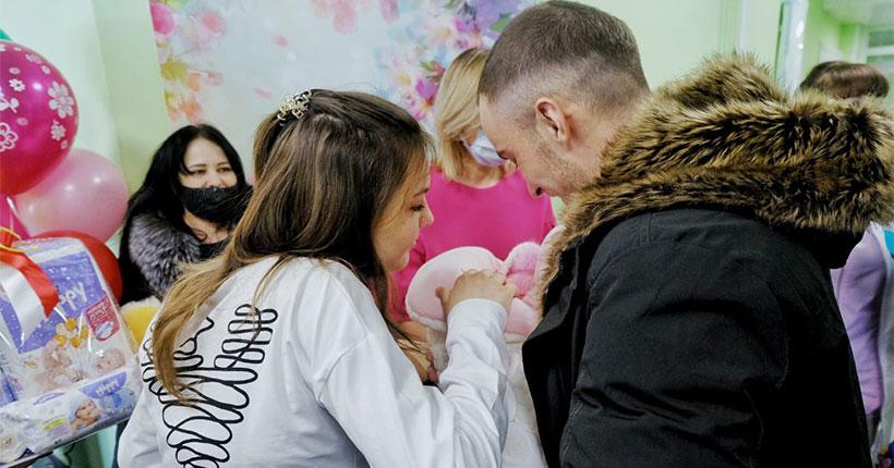 Первых новорождённых выписали из областного перинатального центра в Новосибирске