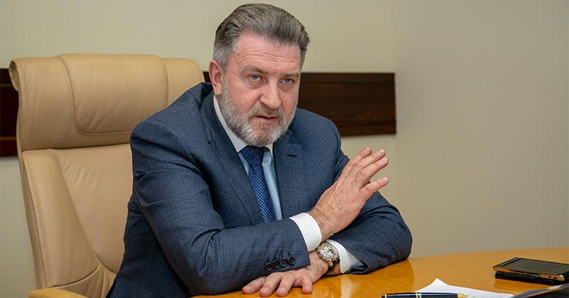 Председатель Законодательного собрания Новосибирской области Андрей Шимкив поздравил газету «Ведомости» с 30-летием