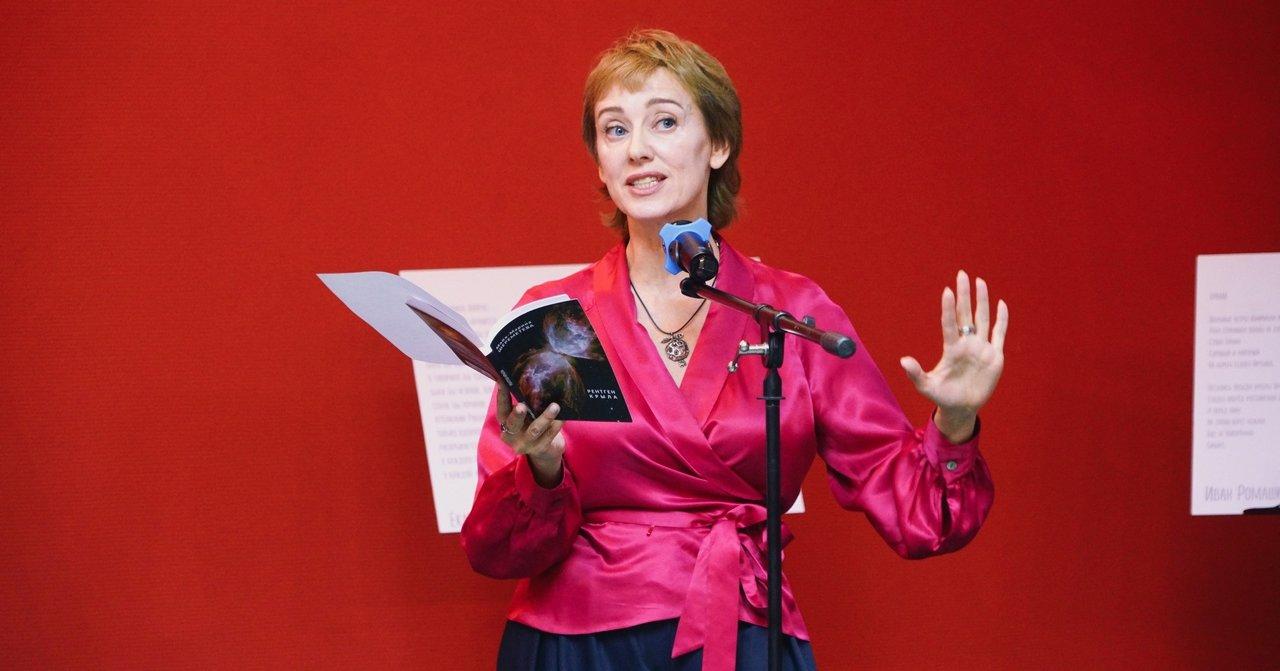 Новосибирские актёры открылись как поэты — в Доме актёра работает фотовыставка проекта «Поэту по портрету»