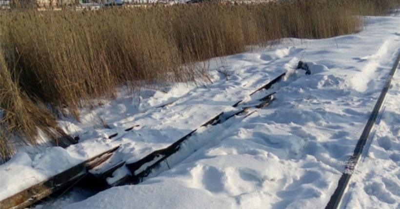 Хотели выпить: трое родственников продали рельс с железной дороги в Новосибирской области