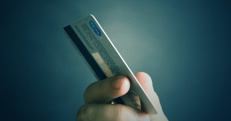 Тайну исчезновения денег с банковской карты раскрыли в Новосибирской области