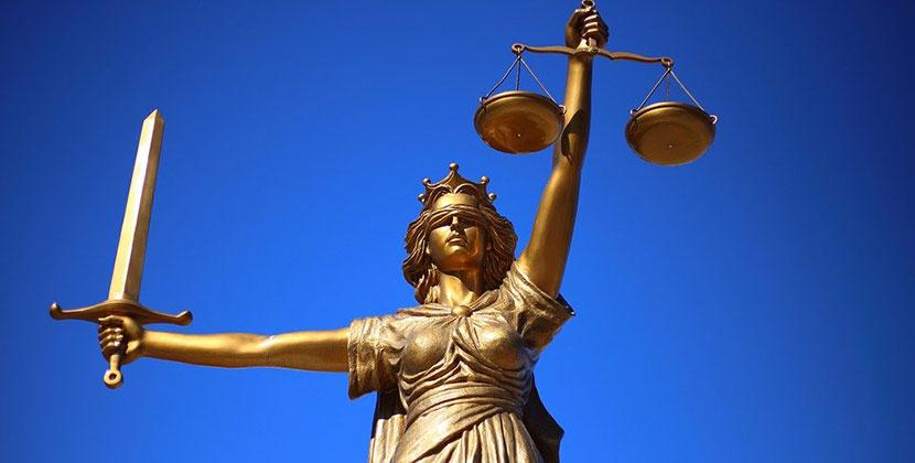 В Новосибирске прошёл суд над бухгалтером, похитившей почти полмиллиона рублей
