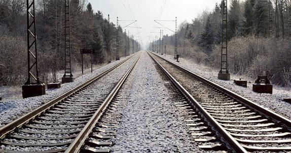 В Новосибирске 45-летний нетрезвый мужчина попал под поезд