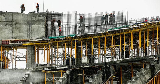 В Новосибирске строители приступили к монтажу металлических ферм перекрытия ЛДС