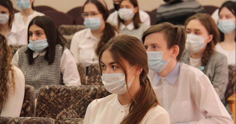 Новосибирских школьников учат бороться с киберпреступниками