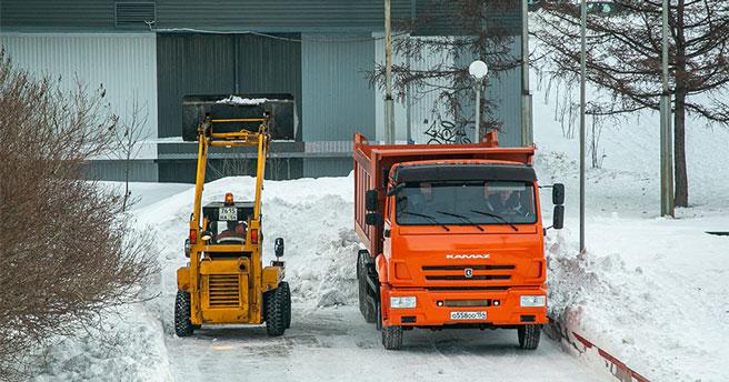 Новосибирск засыплет снегом: спецтехника будет работать в авральном режиме