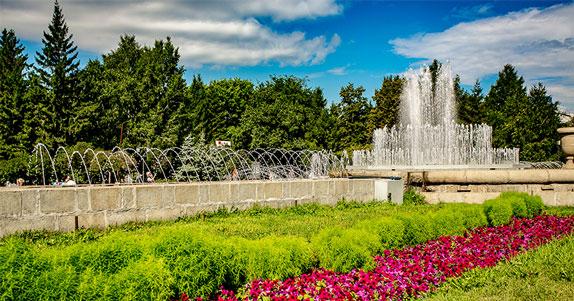 Из Первомайского сквера в Новосибирске уберут торговые павильоны и арт-объекты