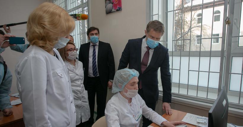 Глава Минздрава РФ рассказал в Новосибирске, как избежать третьей волны коронавируса