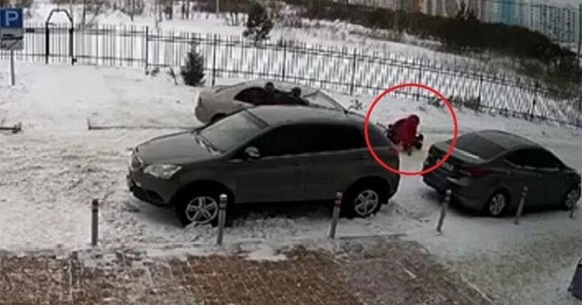 Подробности: в Новосибирске водителя, сбившего маму с коляской, отправили под домашний арест