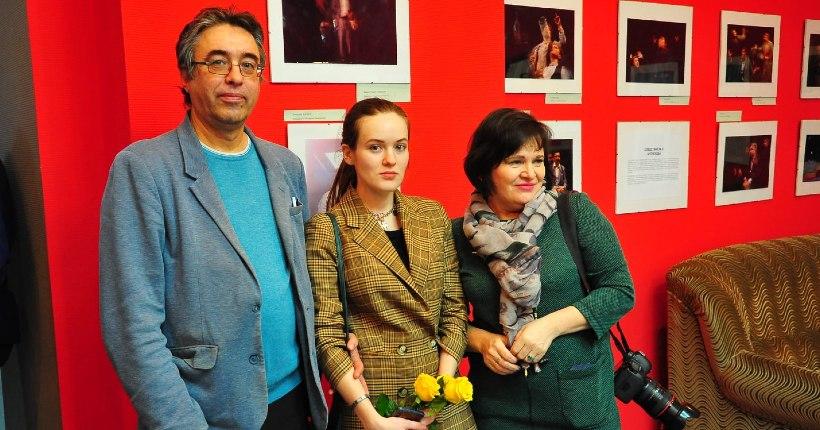 В новосибирском Доме актёра открылась персональная выставка журналиста и фотографа Яны Колесинской