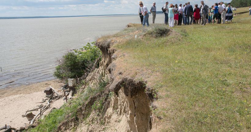 Новосибирские депутаты попросят федеральное правительство помочь не допустить сползания прибрежных посёлков в Обское море