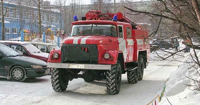 В Новосибирске эвакуировали детей из-за пожара в школе
