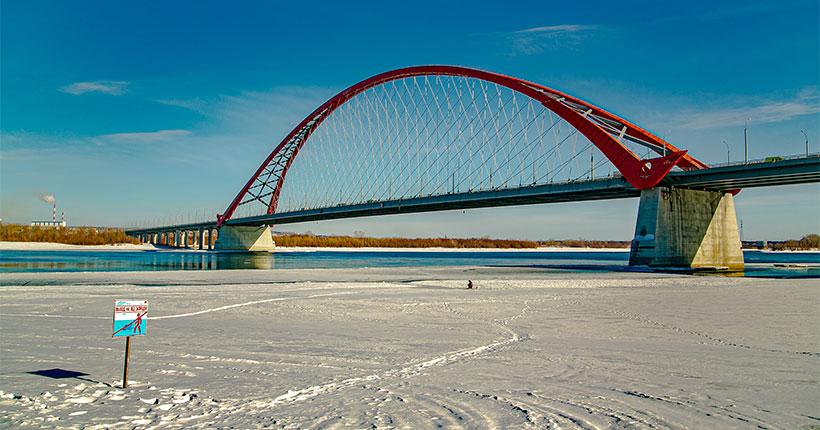 В Новосибирской области лёд на водоёмах становится зоной риска