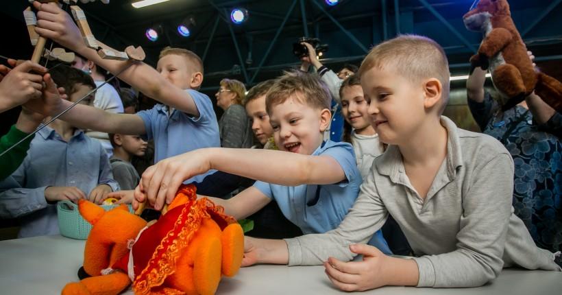 Новосибирскую областную научную библиотеку захватили куклы