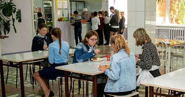В школах Новосибирской области детям не будут подавать морковку и капусту