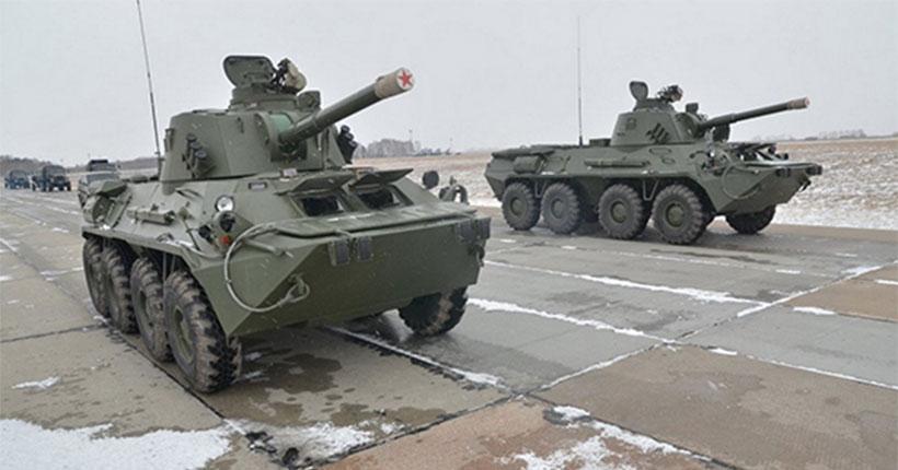 В Новосибирск движется мощная колонна военной техники