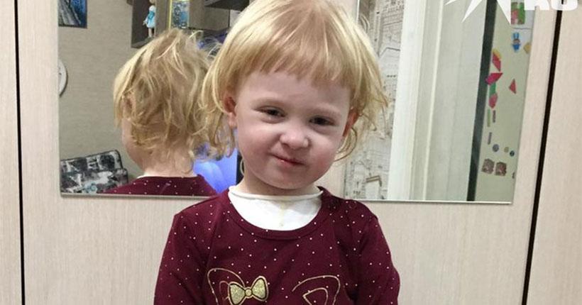 Маленькая девочка из Новосибирска с синдромом бабочки мечтает об объятьях мамы