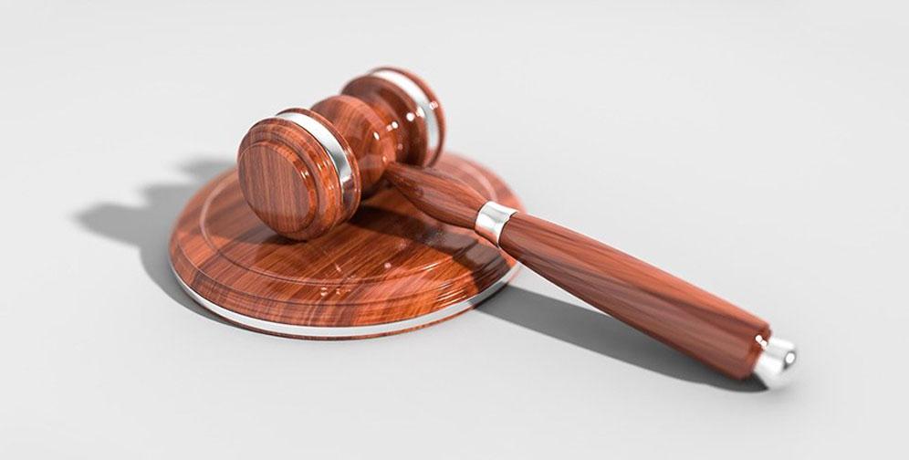 За оскорбление судьи на жителя Новосибирской области завели уголовное дело