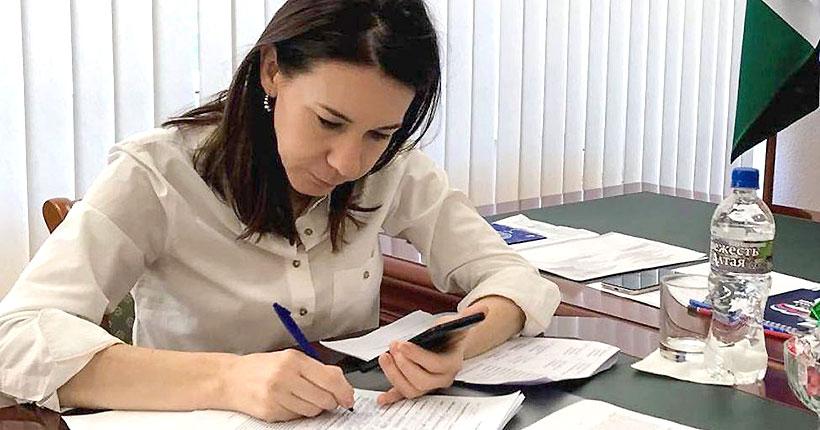 Депутат заксобрания Елена Тырина помогла жителям Тогучинского района добиться перерасчёта оплаты услуг за вывоз мусора