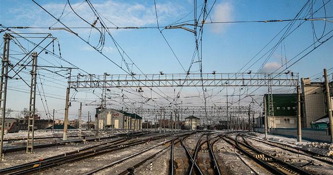 В Новосибирской области попал под грузовой поезд мужчина в наушниках и капюшоне