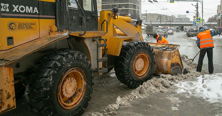 В Новосибирске к уборке снега привлекли осуждённых к принудительным работам