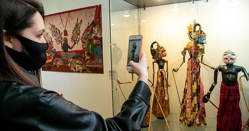 В Новосибирском художественном музее можно увидеть театральных кукол Индонезии