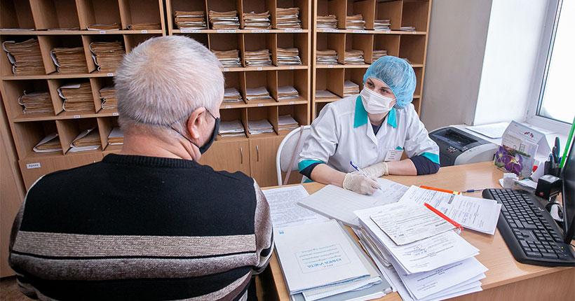 В Новосибирской области совместят вакцинацию от коронавируса с ежегодными профосмотрами