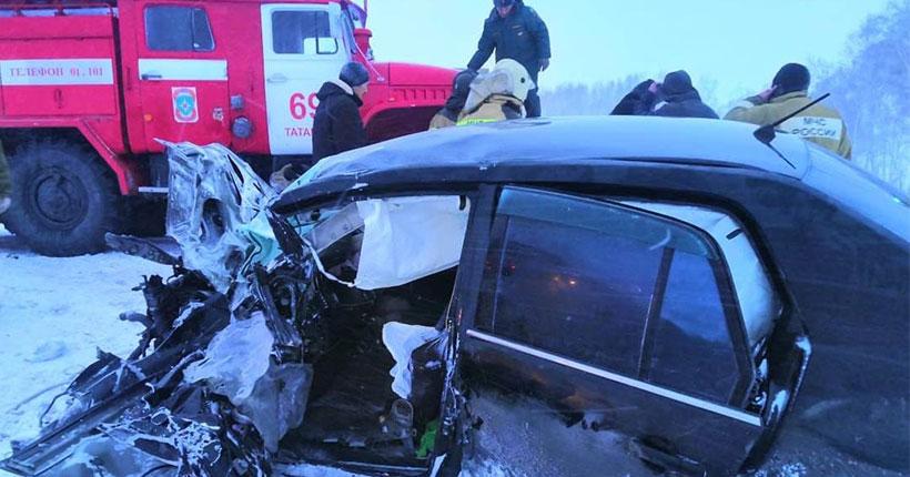 В Новосибирской области в ДТП пострадали трое детей и погибла женщина