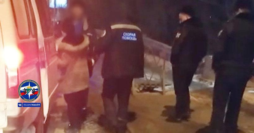 В Новосибирске спасатели сняли с моста женщину, которая собиралась прыгнуть в реку