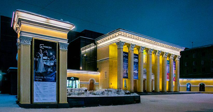 «Зажги синим»: в Новосибирске здание кинотеатра «Победа» изменит подсветку 2 апреля