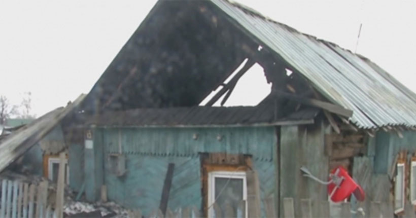 В Новосибирской области сотрудники Госавтоинспекции спасли из горящего дома шесть человек