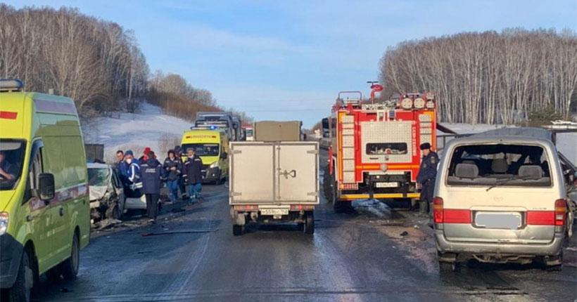 В Новосибирской области в аварии с участием пассажирского автобуса погибли двое взрослых и пострадали двое детей