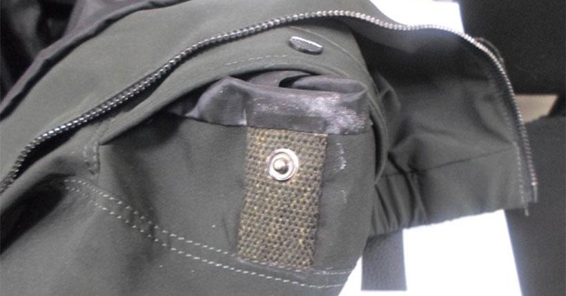 В Новосибирске собака Зера обнаружила в посылке для арестованного пропитанную наркотиком куртку