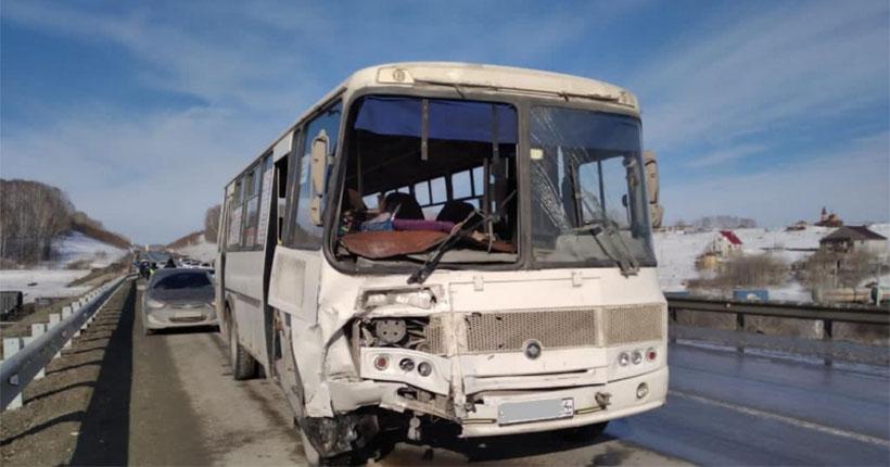 Утреннее ДТП с участием пассажирского автобуса прокомментировали в минтрансе Новосибирской области