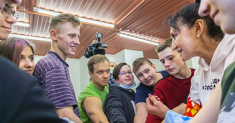 «Ростелеком» в Новосибирске организовал зарядку с легендой баскетбола