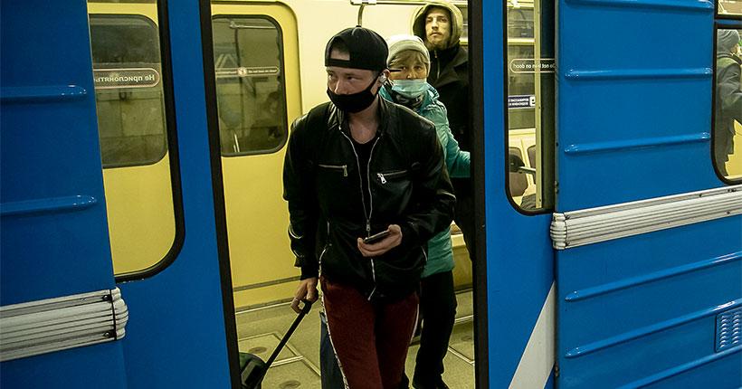 В метро Новосибирска идёт тотальная проверка соблюдения масочного режима