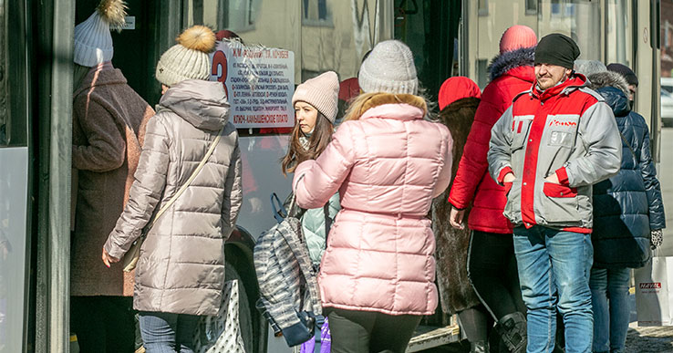 В Новосибирске с 12 апреля в общественном транспорте начнёт действовать безлимитный проездной