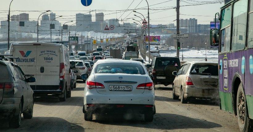Октябрьский мост в Новосибирске могут закрыть для грузовиков и троллейбусов