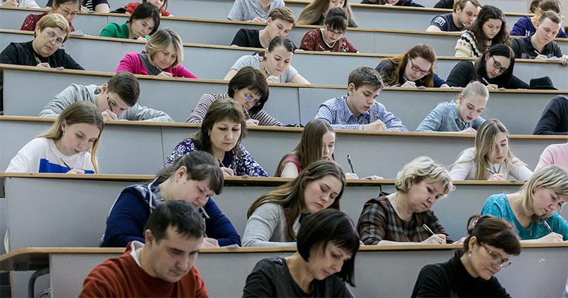 Более трёх тысяч человек написали текст Тотального диктанта в Новосибирске