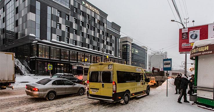 В Новосибирске демонтировали рекламные вывески на площади Карла Маркса