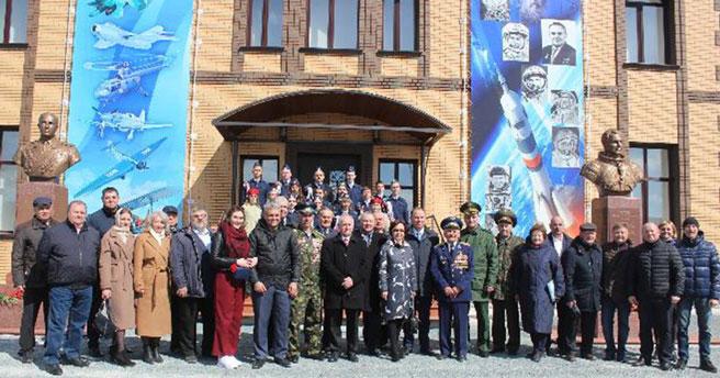 В Новосибирской области установили бюсты покорителям космоса
