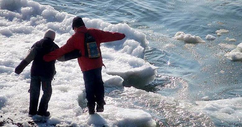 Подростки провалились под лёд в Новосибирске