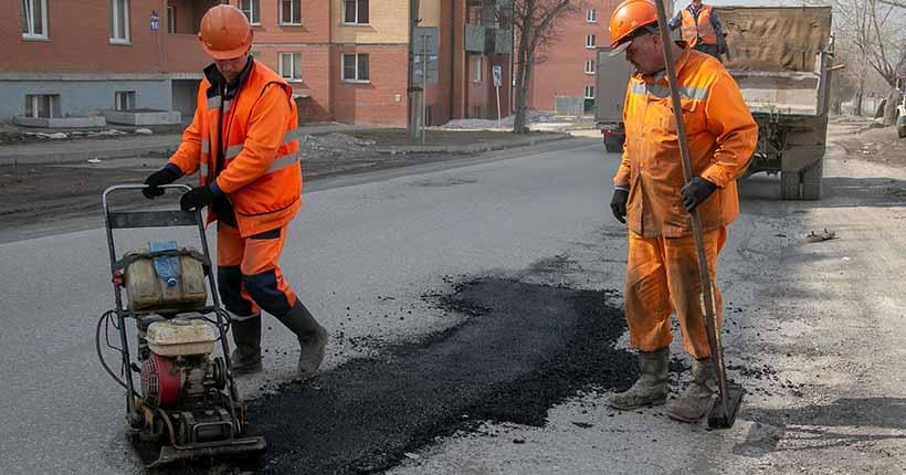 В мэрии рассказали, на каких улицах сегодня будут ремонтировать дороги в Новосибирске