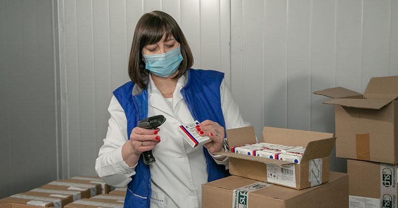 Новую партию вакцины «ЭпиВакКорона» получила Новосибирская область