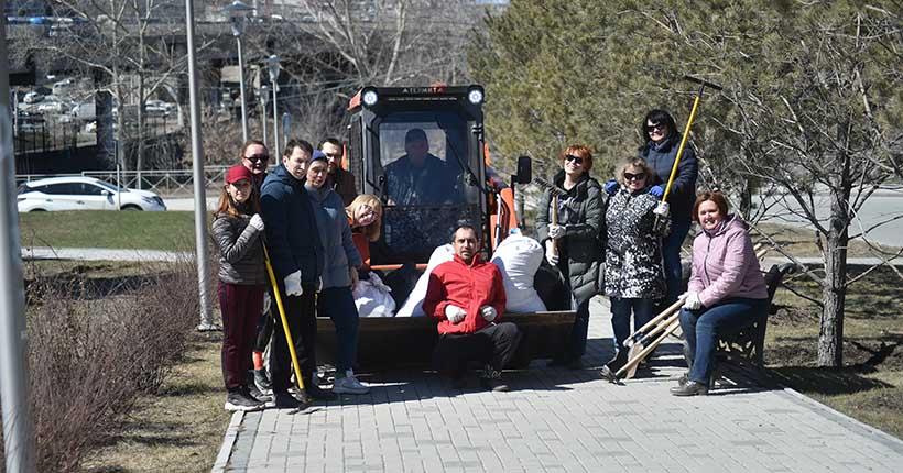 Сотрудники «Ведомостей» приняли участие в уборке города