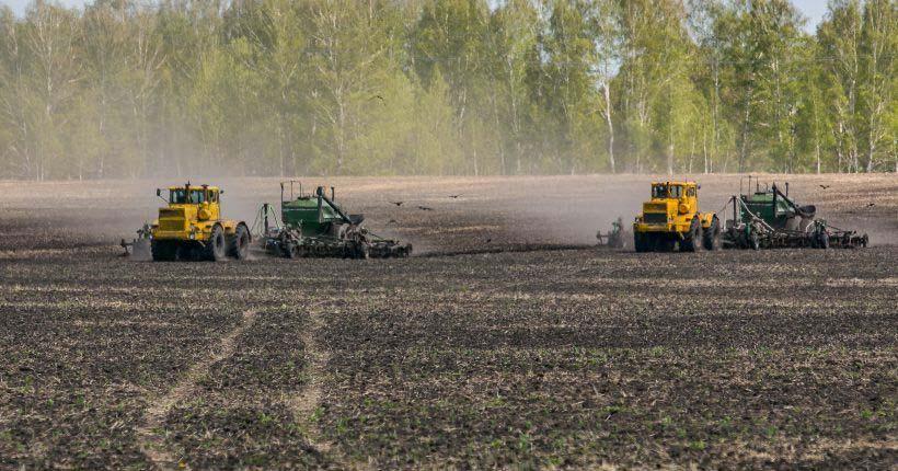 Первые трактора вышли в поле в Новосибирской области