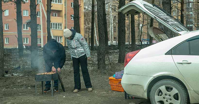 Новосибирцам запретят ходить в лес и жарить шашлыки на майских праздниках