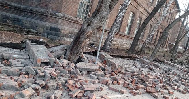 В Новосибирске обрушилась стена психиатрической больницы на улице Владимировской