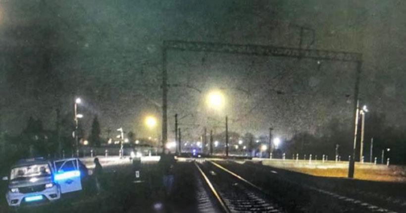 В Новосибирской области ночью под колёсами поезда погиб мужчина