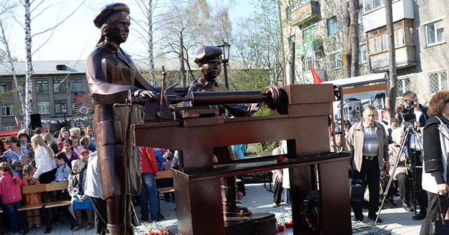 В регионе учреждён памятный нагрудный знак «Новосибирск — город трудовой доблести»